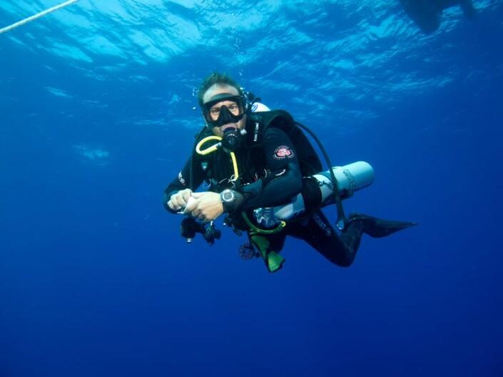 Glups diving realizando Curso tec40